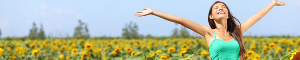 Happy-carefree-summer-girl-in-sunflower-field-in-spring.-Cheerful-multiracial-Asian-Caucasian-young-woman-joyful-smiling-with-arms-raised-up.-846x564